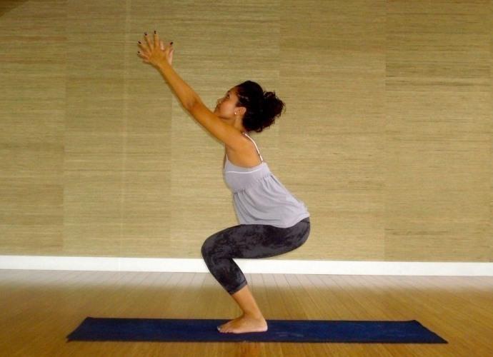 bai-tap-yoga-don-gian-cho-ba-bau-giup-me-bau-co-suc-khoe-tot-cai-thien-voc-dang-3